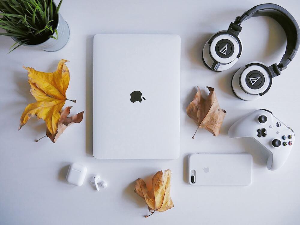 MacBook Pro おすすめ アクセサリー 周辺機器 フリーランス 作業環境